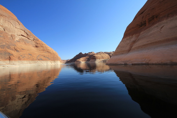 lake powell in the morning